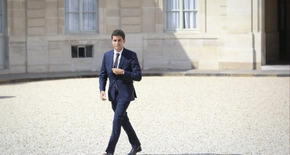 En entrant au gouvernement comme secrétaire d'Etat chargé de la Jeunesse, Gabriel Attal devient le plus jeune ministre du gouvernement Philippe III.