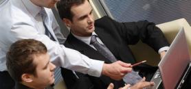 La licence professionnelle banque, assurance, finance en alternance de l'université de Cergy-Pontoise est financée à 90% par quatre banques.