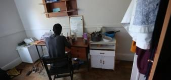 L'immense majorité des étudiants étrangers sont restés en France pendant le confinement. Nombreux ont vécu cette période dans leur chambre du Crous, comme ici à la cité universitaire de Monbois à Nancy. //©Fred MARVAUX/REA