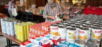 Le restaurant universitaire Gallia de Strasbourg a organisé une distribution de paniers alimentaires pour les étudiants les plus précaires. //©Frédéric Maigrot/REA
