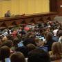 Lundi 28 septembre, l'aula magna de l'université de Bordeaux, d'une capacité de 1000 places, était pleine. Les premiers élèves décrocheurs permettent de réduire la pression dans les amphis. //©Julia Zimmerlich