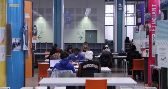 La bibliothèque Saint-Charles de l'université d'Aix-Marseille (décembre 2012)