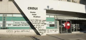 La façade du Crous de Lyon vandalisée après la tentative de suicide d'un étudiant le 8 novembre 2019. //©Laurent Cerino/REA