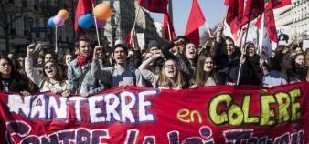 Des étudiants de Paris-Ouest-Nanterre-la-Défense ont manifesté contre le projet de loi El Khomri le 17 mars 2016 à Paris. //©Simon LAMBERT/HAYTHAM-REA