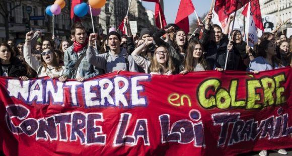 Des étudiants de Paris-Ouest-Nanterre-la-Défense ont manifesté contre le projet de loi El Khomri le 17 mars 2016 à Paris.