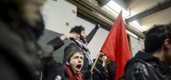 200 étudiants ont pénétré dans le centre Pierre-Mendès-France, à Tolbiac, après la manifestation du 17 mars. Ils ont été évacués par les forces de l'ordre, sur décision du président de Paris 1, Philippe Boutry. //©Olivier Saint-Hilaire / Haytham - REA