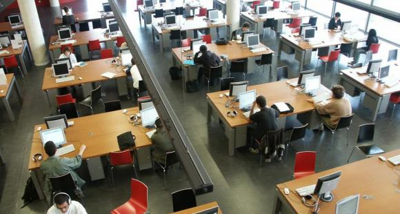 Bibliothèque de l'université Versailles Saint-Quentin © Jan Hodac UVSQ