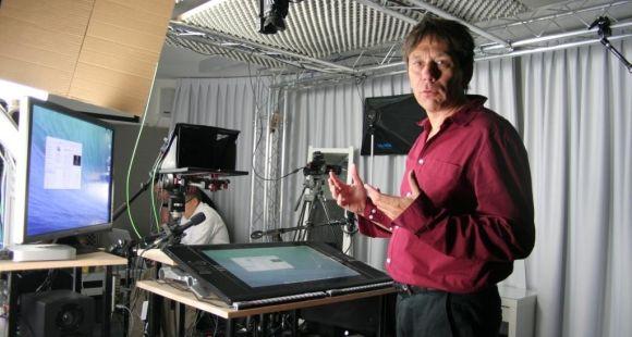 EPFL - Pierre Dillenbourg, , directeur académique du Centre pour l'éducation à l'ère digitale, dans le studio de production de Mooc ©S.Blitman - juin 2014
