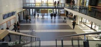 Selon Jean-Pierre Nioche, le secteur des formations de gestion risque de ne plus être distingué de celui des sciences économiques (hall de la faculté de droit-éco-gestion de l'université d'Angers). //©Virginie Bertereau