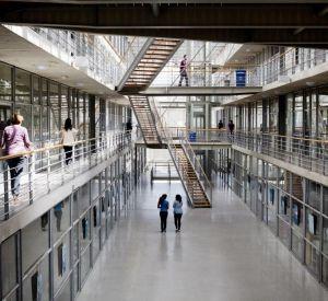 Indispensables au bon fonctionnement des établissements, les BIATSS représentent 47 % des personnels universitaires. //©© MESR-PictureTank
