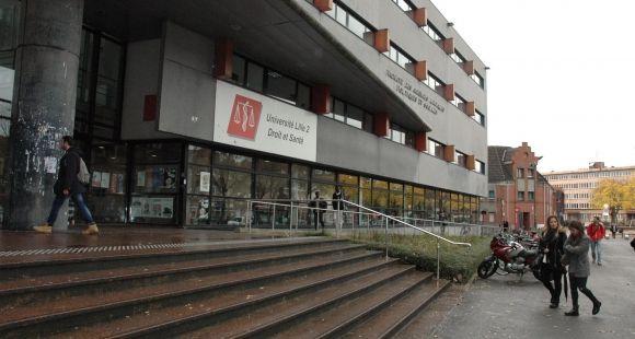 L'entrée principale de la faculté de droit de Lille 2 Droit et Santé