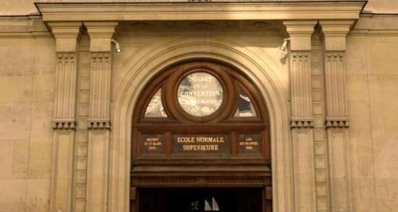 L'École normale supérieure Paris  (ENS Paris) reste le premier établissement français classé dans le QS 2016-2017 mais perd dix places sur un an.