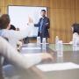 61% des managers interrogés déclare ne pas être informée des recherches récentes en management. //©Plainpicture/Westend61/zerocreatives