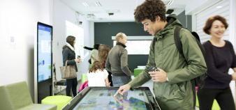 Les universités ont pour mission de former leurs étudiants à maîtriser les enjeux de la société numérique. //©UM - David Richard
