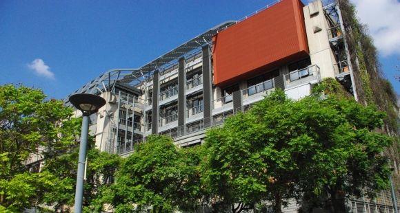 L'IAE de Paris a emménagé en septembre 2016 dans de nouveaux locaux du complexe Biopark, dans le 13e arrondissement de Paris.