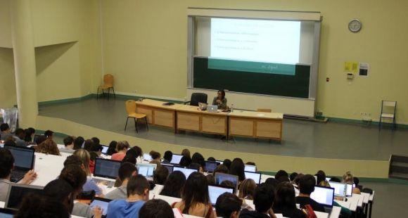 Université Versailles-Saint-Quentin - UVSQ - Amphi Licence 1 Droit - Septembre 2014 ©Camille Stromboni