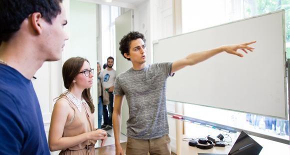 Grandes écoles: insertion et salaire en hausse pour les jeunes diplômés