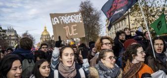 Les étudiants, en première ligne des manifestations du 10 décembre, restent mobilités contre la précarité. //©Simon LAMBERT/HAYTHAM-REA
