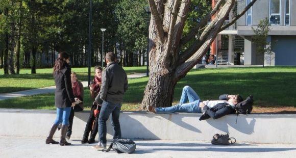 Etudiants en pause à l'université d'Angers