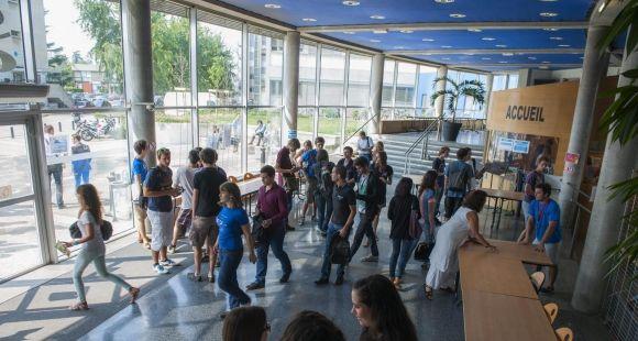 Après avoir envisagé un rapprochement avec l'INSA Lyon, voisine sur le campus de la Doua, CPE Lyon poursuit des négociations exclusives avec l'École des mines de Saint-Étienne.