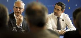 """Le 29 juin 2016, Pierre Corvol remettait à Thierry Mandon un rapport intitulé """"Bilan et propositions de mise en œuvre de la charte nationale d'intégrité scientifique"""". //©Nicolas Tavernier/REA"""
