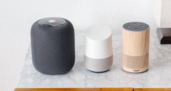 Le HomePod d'Apple, Google Home et Alexa sont quelques-uns des assistants vocaux disponibles aujourd'hui.