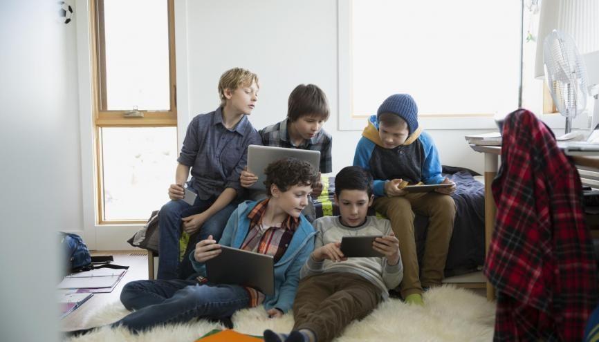 Les collégiens d'aujourd'hui : une génération numérique. //©plainpicture/Hero Images