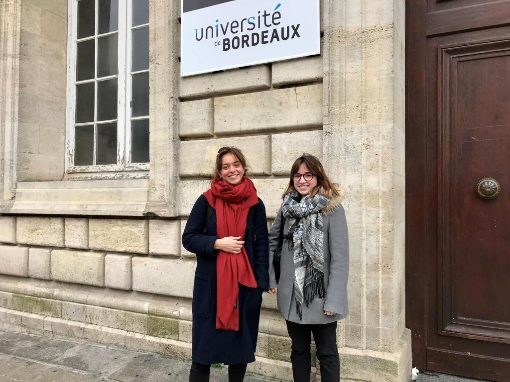 Justine et Camille, étudiantes en L3 de psycho à l'université de Bordeaux, se dirigent vers un master psychologie clinique et psychopathologie. //©Amélie Petitdemange