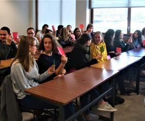 Les lycéens de la région de Bordeaux découvrent les cours de l'université.