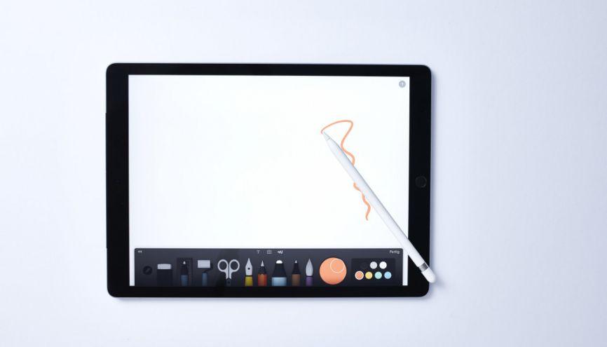 Aujourd'hui, se former aux métiers d'art, c'est aussi apprendre la maîtrise des outils numériques. //©plainpicture/LPF