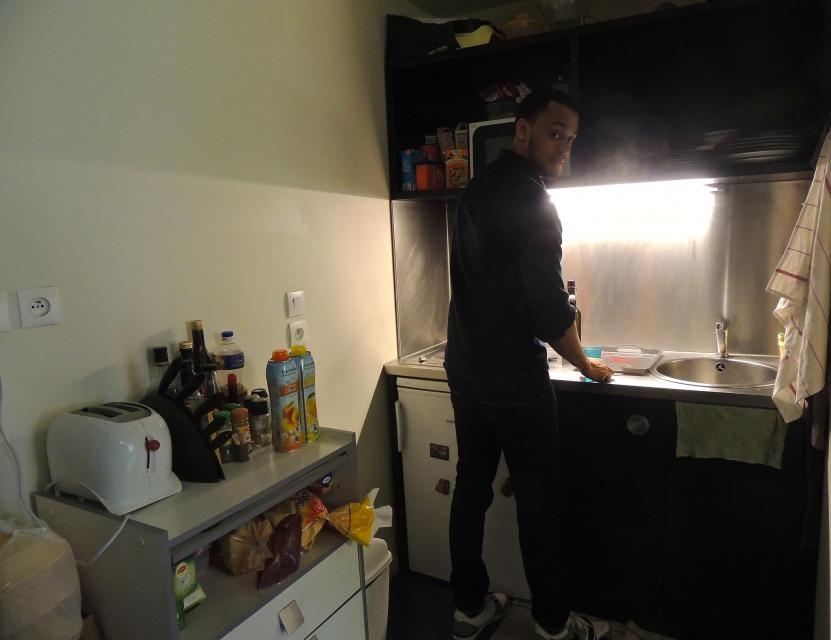 Ici, pas de parties communes, chaque chambre a son propre coin cuisine… //©Raphaëlle Orenbuch