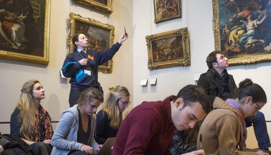 Les enseignements de 3e année de l'École du Louvre sont axés sur la muséologie. Hormis les étudiants du cursus, les auditeurs libres peuvent accéder à certains TD. //©Myr Muratet pour l'Étudiant