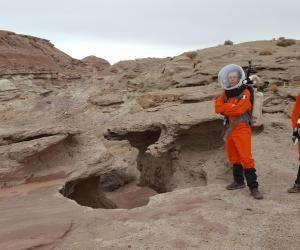 """Pierrick et Gwendal, deux étudiants ingénieurs de l'INSA Toulouse, en mission """"sur Mars""""."""