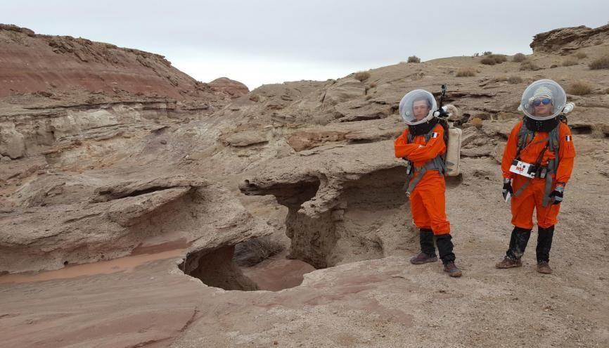 """Pierrick et Gwendal, deux étudiants ingénieurs de l'INSA Toulouse, en mission """"sur Mars"""". //©Photo fournie par le témoin"""