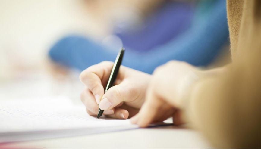 Les exigences du lycée diffèrent de celles du collège. Vos notes pourraient donc s'en ressentir... //©PlainPicture / Paul Tait