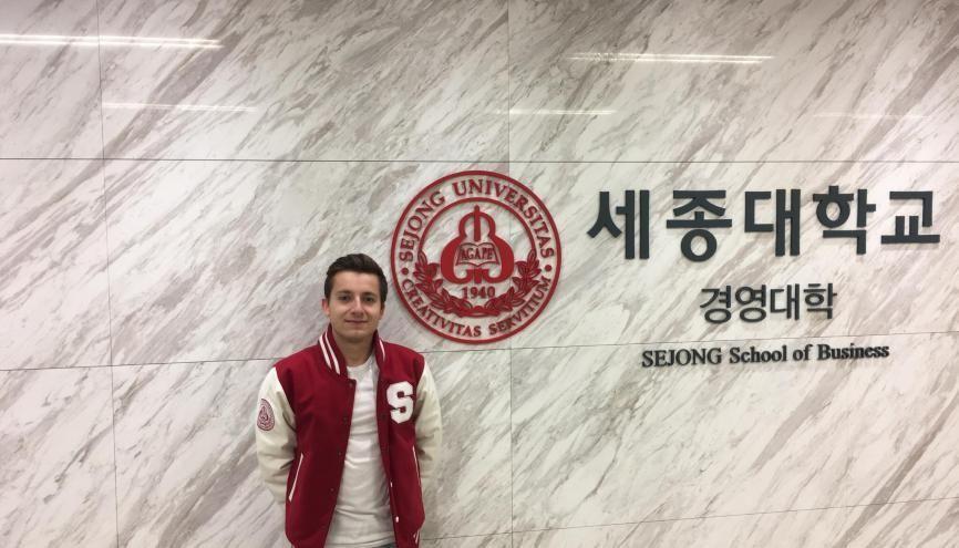 À l'université de Sejong, Elliott assiste à des cours compilés sur deux jours, entièrement en anglais. //©Photo fournie par le témoin
