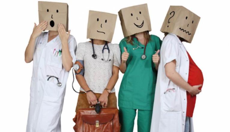 """Couverture d'""""Internez-nous ! Vos (futurs) médecins généralistes témoignent""""."""