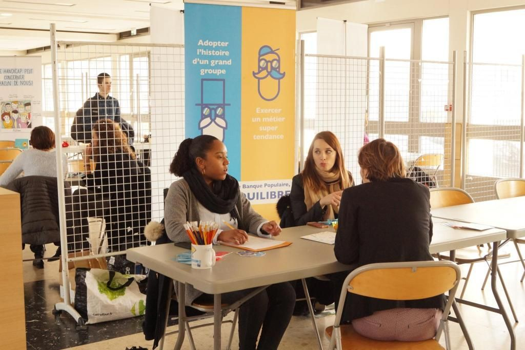 Avec ce forum dédié, les recruteurs sont plus compréhensifs et à l'écoute des problèmes physiques et sociaux des étudiants handicapés. //©UPS