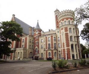 Au lycee international de Saint-Germain-en-Laye, la section américaine est payante, contrairement aux sections internationales des lycées parisiens.