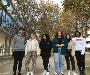 Antoine, Jeanne, Lina, Alice, Malouiséo et Clara, du lycée Daumier à Marseille, suivent des enseignements de spécialités mutualisés.