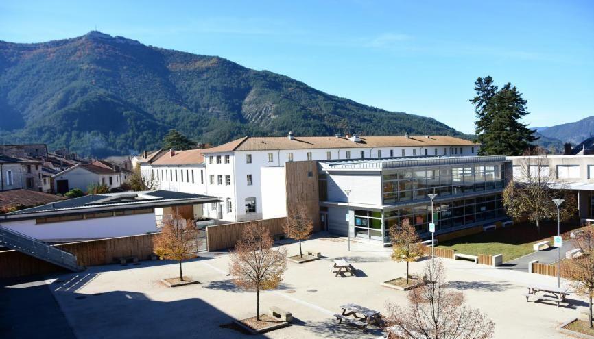 À la cité scolaire de Die, les élèves du collège côtoient ceux du BTS. //©Lycée-collège du Diois