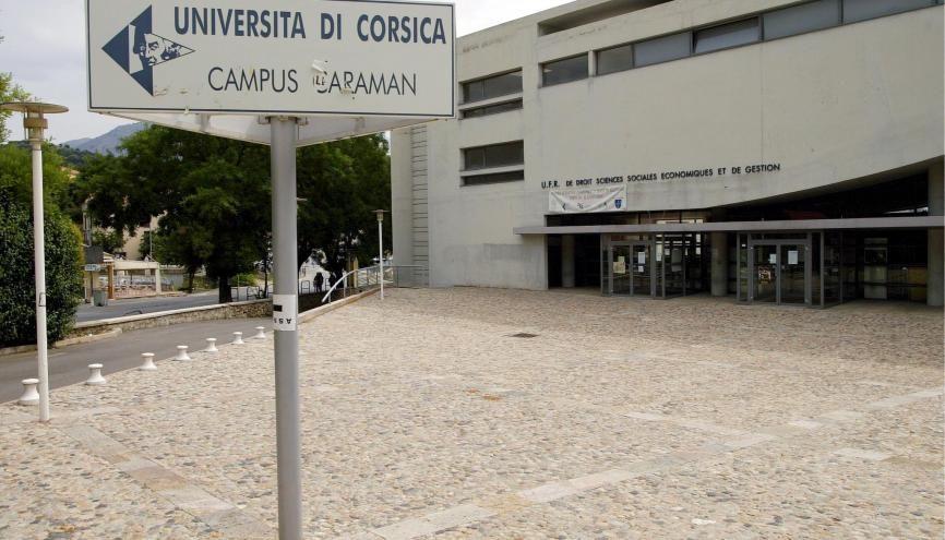 L'université de Corse est la première université française à avoir suspendu ses activités en présentiel. //©Ian HANNING/ REA