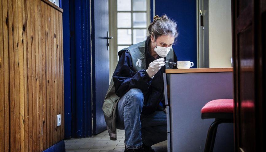 Chloé est technicienne de la PTS (police technique et scientifique). Elle est chargée des prélèvements sur le terrain. //©William Beaucardet pour l'Étudiant