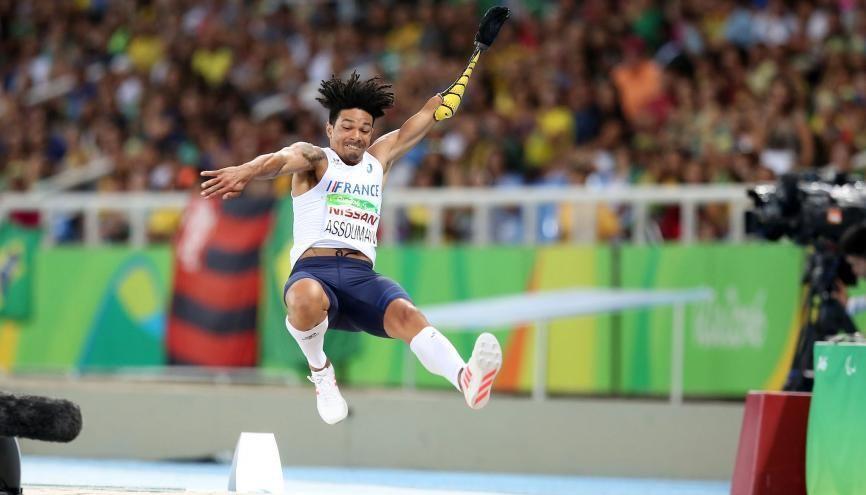 Arnaud Assoumani en plein envol lors des Jeux Paralympiques de Rio. //©CPSF 2016 Gaelle Picout