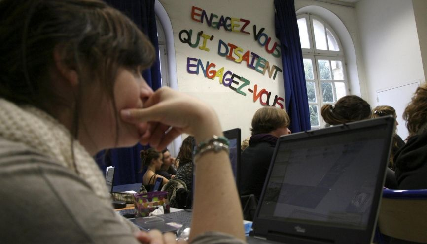 Pour réviser le français, les écrans peuvent vous aider. //©Ian HANNING/REA