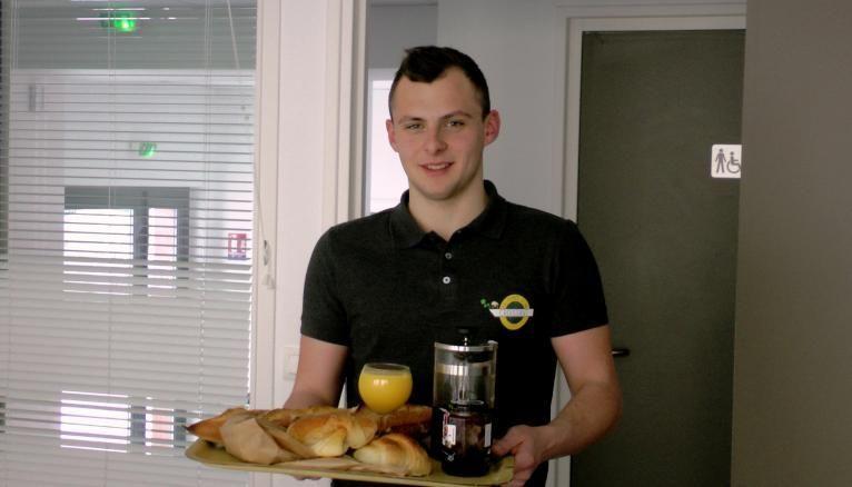 Antonin, 20 ans, étudiant à Burgundy Business school, créé une entreprise de livraison de petits déjeuners.