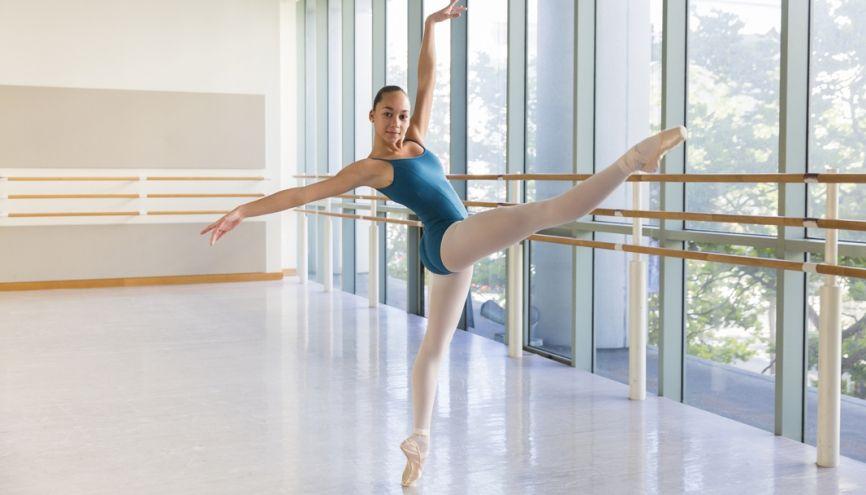 Loryna pousuit sa passion pour la danse à la San Francisco Ballet School. //©Bénédicte Lassalle / Signatures pour l'Étudiant