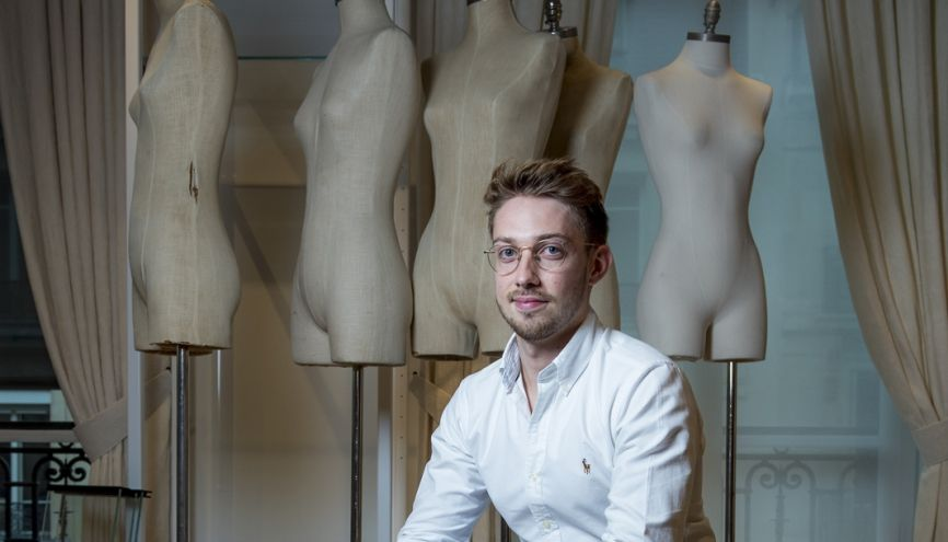 Quentin, étudiant en master 2 marketing opérationnel et digital, à l'ISTEC Paris, effectue son stage chez Ralph Lauren. //©Cyril Entzmann/Divergence pour l'Etudiant
