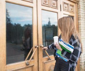 L'entrée à l'université peut déstabiliser les nouveaux arrivants, mais de nombreux dispositifs peuvent vous venir en aide.