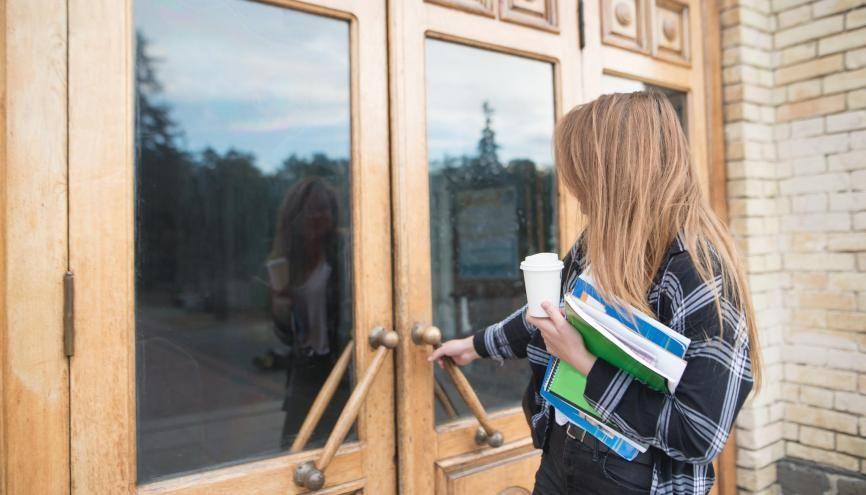 L'entrée à l'université peut déstabiliser les nouveaux arrivants, mais de nombreux dispositifs peuvent vous venir en aide. //©bodnarphoto/AdobeStock